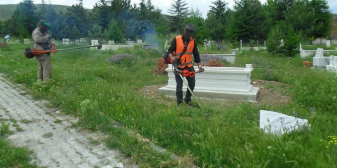 Çubuk'ta mezarlık temizliği