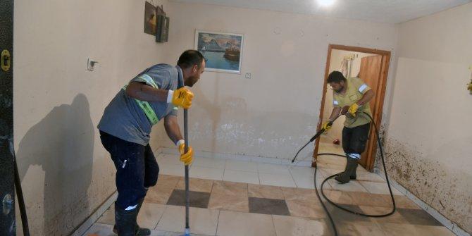 Sel sonrası temizlik çalışmaları devam ediyor
