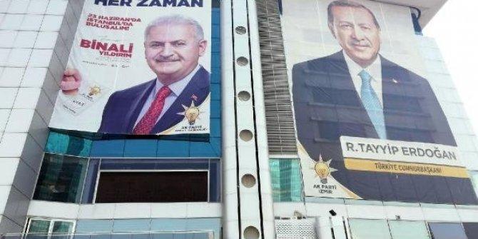 AK Parti, seçim pankartları için mesaiye başladı