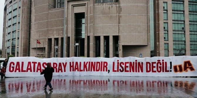 Galatasaray'ın davası için Ultraslan adliyeye geldi