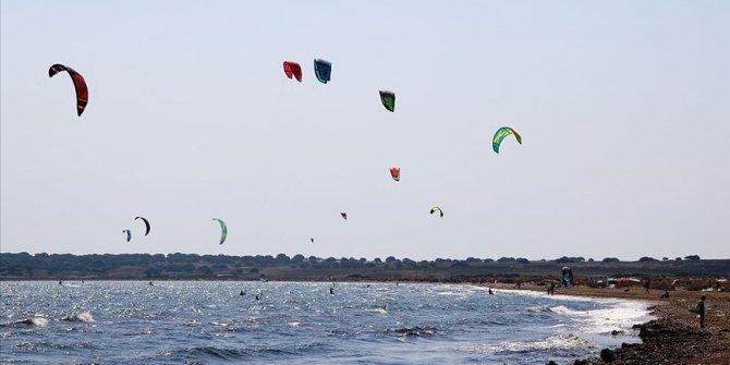 Sörf tutkunlarının yeni adresi Gökçeada