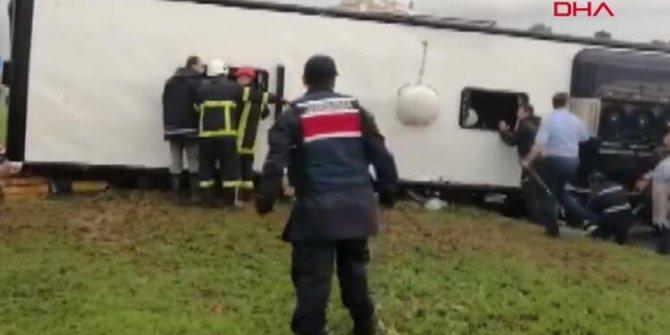 Çanakkale Biga'da yolcu otobüsü devrildi: Çok sayıda yaralı var