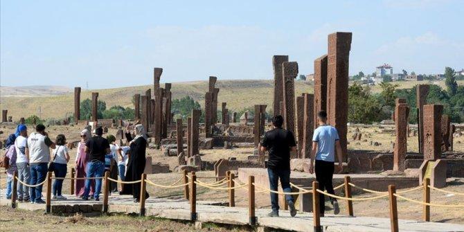 Selçuklu Meydan Mezarlığı'nda 'Malazgirt' bereketi