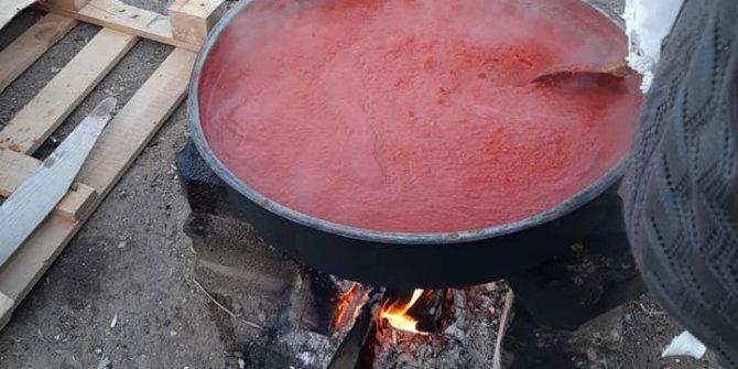 Evde bahçede salça nasıl yapılır; domates salçası kaynatılarak mı bekletilerek mi daha güzel?