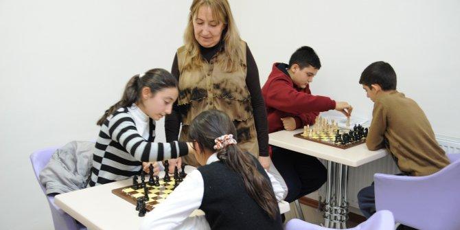 Altındağ Belediyesi'ne bağlı 17 Gençlik Merkezi'nin yeni dönem kurs kayıtları başladı