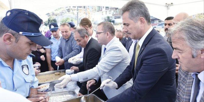 Mamak Belediye Başkanı Köse'den aşure ikramı
