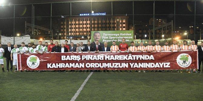 Mamak'taki mahalleler arası futbol turnuvasından Mehmetçiğe selam