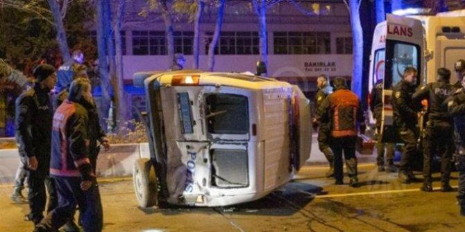 Başkentte minibüsün çarptığı polis aracı devrildi