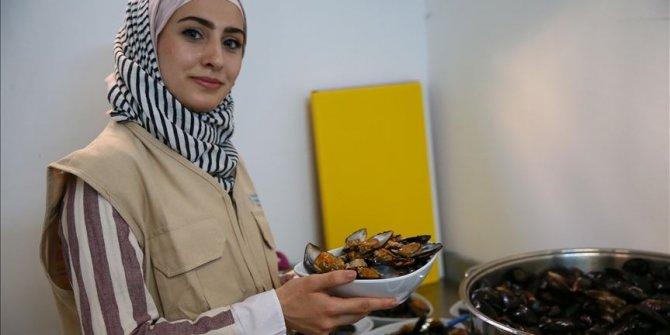 İzmir'de Suriyeli kadınlar midye dolma üretecek