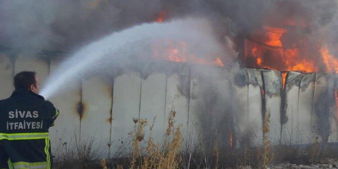 Alev alev yanıyor: Sivas'ta korkutan yangın