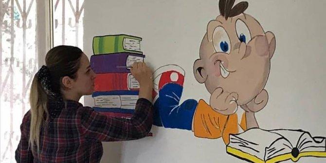 Fedakar öğretmenler köy okullarını boyadı