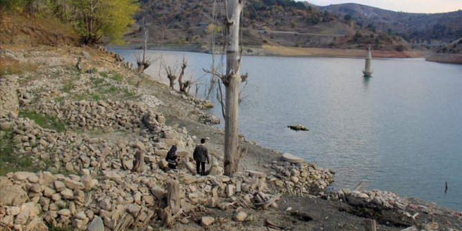 Pusat Özen Barajı Hafik Gölü'ndeki balıklara 'can suyu' olacak