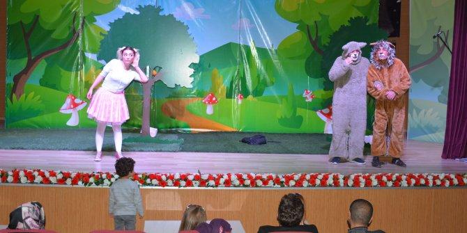 """Keçiören Belediyesi Minik Kız ve Sevimli Arkadaşları"""" oyunuyla da çocukları eğlence ve bilinçlenmeye davet ediyor"""