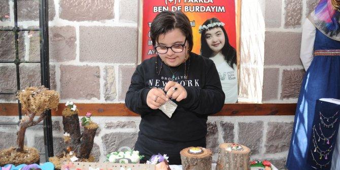 17 yaşındaki down sendromlu Rümeysa Yurt'un sergisi Altındağ'da