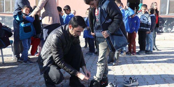 'Cafer Ağabey' ulaştırdığı yardımlarla 100 bin çocuğun yüzünü güldürdü