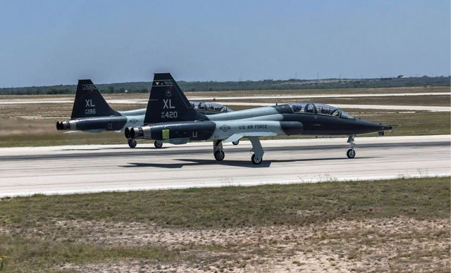 Savaş uçakları iniş sırasında çarpıştı: 2 ölü