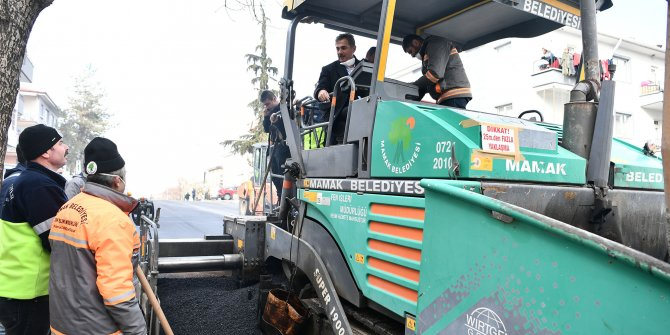 Mamak Belediye Başkanı Murat Köse'den asfalt serimi