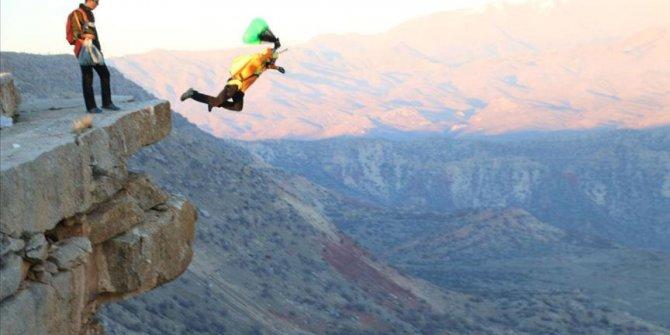 Botan Vadisi'nde 94 metreden serbest düşüş atlayışı