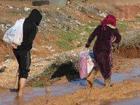 Bir yandan savaş, bir yandan afet... İdlib'de yaşam mücadelesi sürüyor