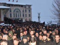 Silahlı saldırıya uğramıştı: Cenazesine 10 bin kişi katıldı