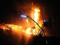 AVM'de yangında onlarca dükkan kullanılamaz hale geldi