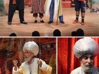 Keçiören Belediyesi Şehir Tiyatrosu oyuncuları tarafından ücretsiz olarak sahnelenen oyunlar tatil boyunca devam edecek