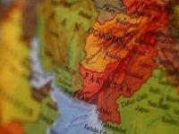 Pakistan'dan Afganistan sınırına saldırı: 200 roket fırlattılar