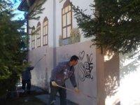 Pursaklar'da duvar yazıları temizlendi