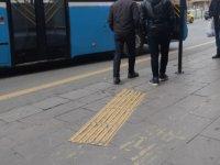 Başkent'teki görme engelliler sarı kılavuz yollar için çözüm bekliyor