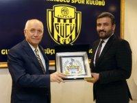 Yenimahalle Belediye Başkanı Fethi Yaşar Ankaragücü Başkanı Fatih Mert'i makamında ziyaret etti