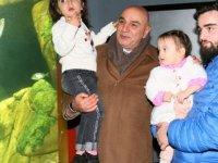 Keçiören Belediye Başkanı Turgut Altınok torunlarıyla Deniz Dünyası'nı gezdi