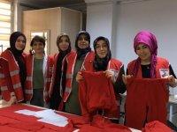 Mamaklı kadınlar Türk Kızılayı için elbise diktiler
