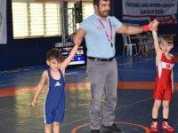 Kızılcahamam'da düzenlenen Minikler ve Küçük Yıldızlar Serbest Güreş Turnuvası sona erdi