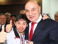 Özel sporcu Furkan Başkan Altınok'u ziyaret etti