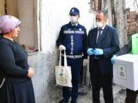 Mamak Belediyesinden kağıt toplayıcılarına gıda ve hijyen paketi
