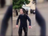 """İsrail polisine """"Naziler"""" diye bağırdı"""