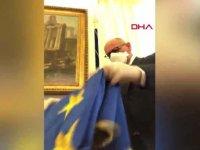 İtalyan siyasetçilerden AB'ye bayraklı koronavirüs tepkisi