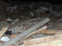 Yozgat'ta şiddetli rüzgardan ahır çöktü: 6 kurbanlık hayvan öldü