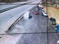 Denetimdeki acil tıp teknisyenine kamyonetin çarpma anı kameraya yakalandı