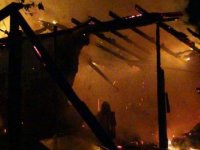 Silivri'de metruk baraka alev alev yandı
