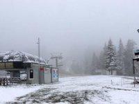 Ilgaz Dağı mayıs ayında yağan karla beyaza büründü