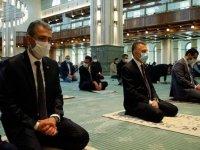Cumhurbaşkanı Yardımcısı Oktay cuma namazını Beştepe Millet Camisi'nde kıldı