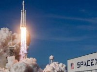 SpaceX'in ilk insanlı uzay mekiği Florida'dan fırlatıldı