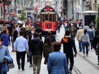 İstiklal Caddesi'nde sosyal mesafeye uyulmadı