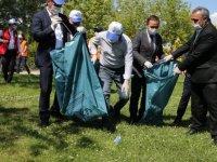 Mogan Gölü'nde Çöpler Toplandı