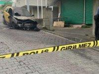 Üsküdar'da park halindeki otomobil yandı
