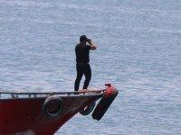 Van Gölü'nde kaybolduğu ihbar edilen teknenin aranmasına devam ediliyor