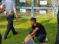 Futbol oynadığı arkadaşını cam parçasıyla yaraladı