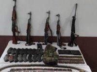 Hizan'da yol kontrolünde çok sayıda silah ve mühimmat ele geçirildi