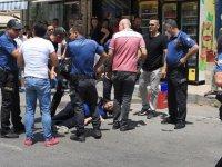 Antalya'da iki polis memurunu bıçakla yaralayan şüpheli bacağından vurularak yakalandı